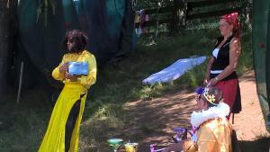 Einzigartige Feen waren zum Geburtsfest der Königstochter geladen, u.a. die Fee des Reichtums, ...